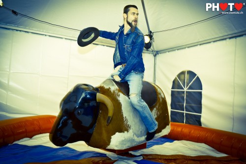 bull riding with style     u2026 far west   nouveau monde    ancienne gare  18 06 2011