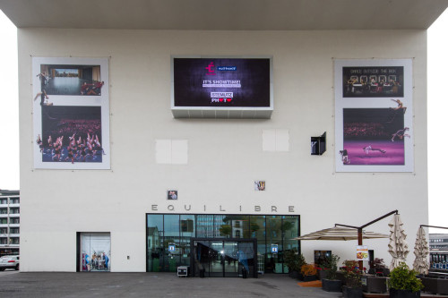 Dance Outside The Box at Théâtre Équilibre by STEMUTZ 160m2 Outdoor Photo Exhibition in the Centre of Fribourg_ Weekly new Slideshows on the Screen_ 15.Oct -15.Nov 2015