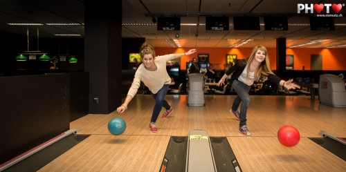 Double-girl synchro bowling ... Fribowling Shoot, 06.03.2013