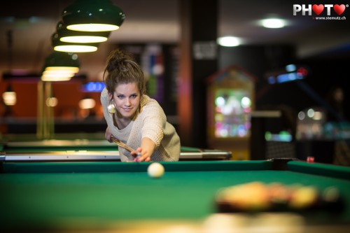 Pool Billard Player Portrait with Canon EF 85 mm 1.2 ... so much Bokeh!