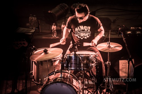 Drummer Boris aka Bisfer Israel ... Messer Chups (RU) @ Ebullition, Bulle