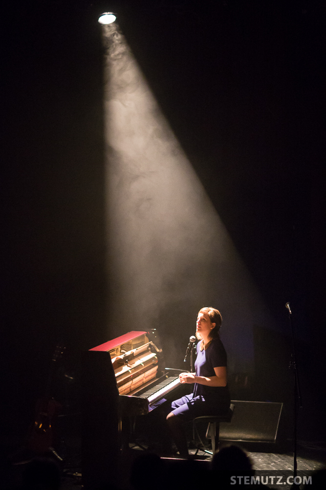 Olivia Pedroli @ Nouveau Monde, Fribourg, Suisse, 07.12.2014
