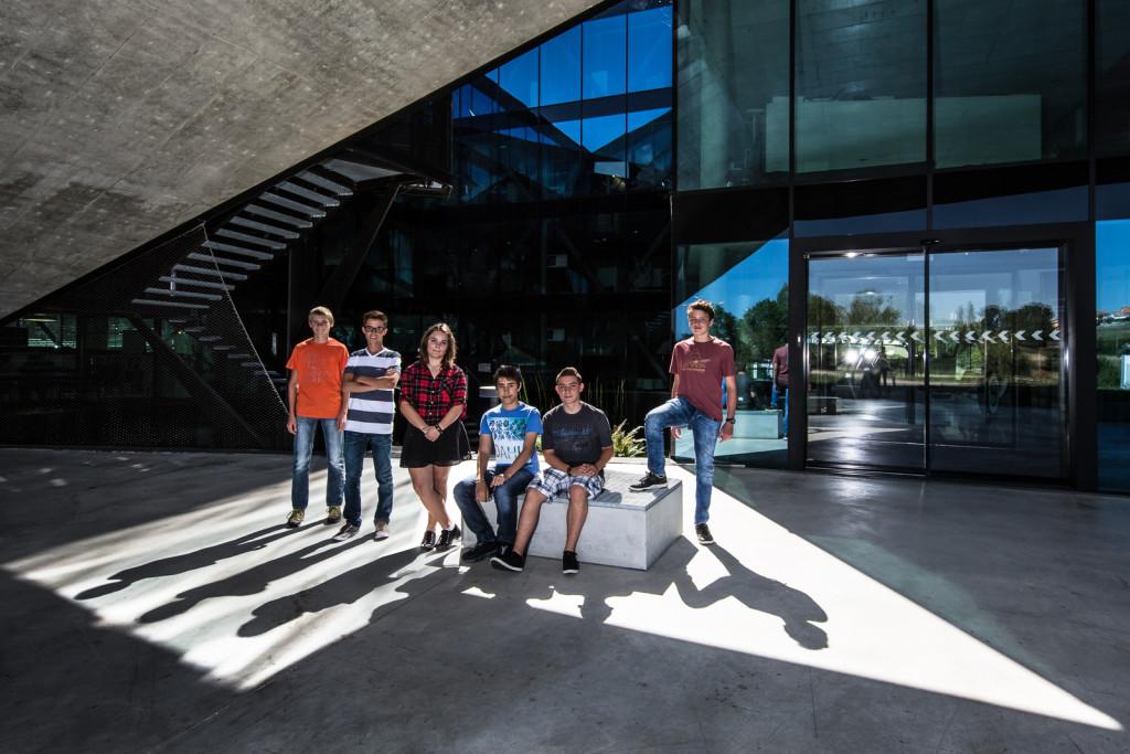 Jeux d'ombres: Photo de groupe des nouveaux apprentis de Groupe E