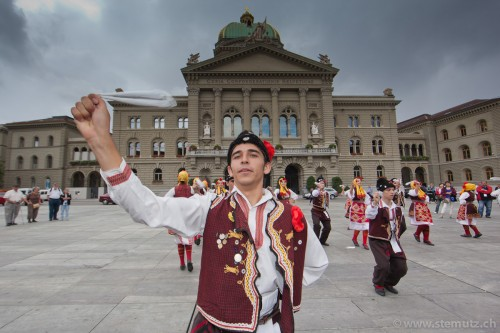 Macedonian folk in front of Bundeshaus @ RFI 2011, Berne, 15.08.2011
