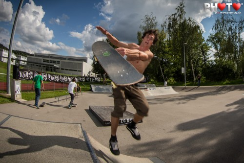 Skateboard flying 30 cm from my camera, grrrrh ! ... Volcom Sausage Day
