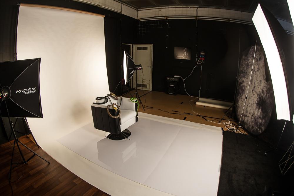 Snake Woman Set-Up ... Nina Burri Shoot @ CHAMBRE NOIRE Studio, Fribourg
