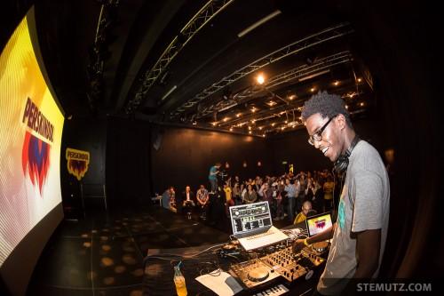 DJ Mugabo ... alles-geben.ch / tout-donner.ch by Perskindol @ Nouveau Monde
