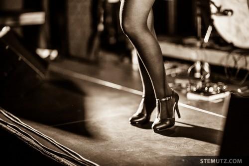 Rocker Girl's legs ... Catfish (FR) @ Nouveau Monde, Fribourg, Suisse, 20.02.2014
