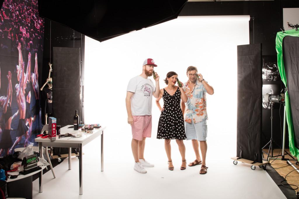 Bonne ambiance pendant le shooting Studio avec l'humoriste Karine C. ... :-)